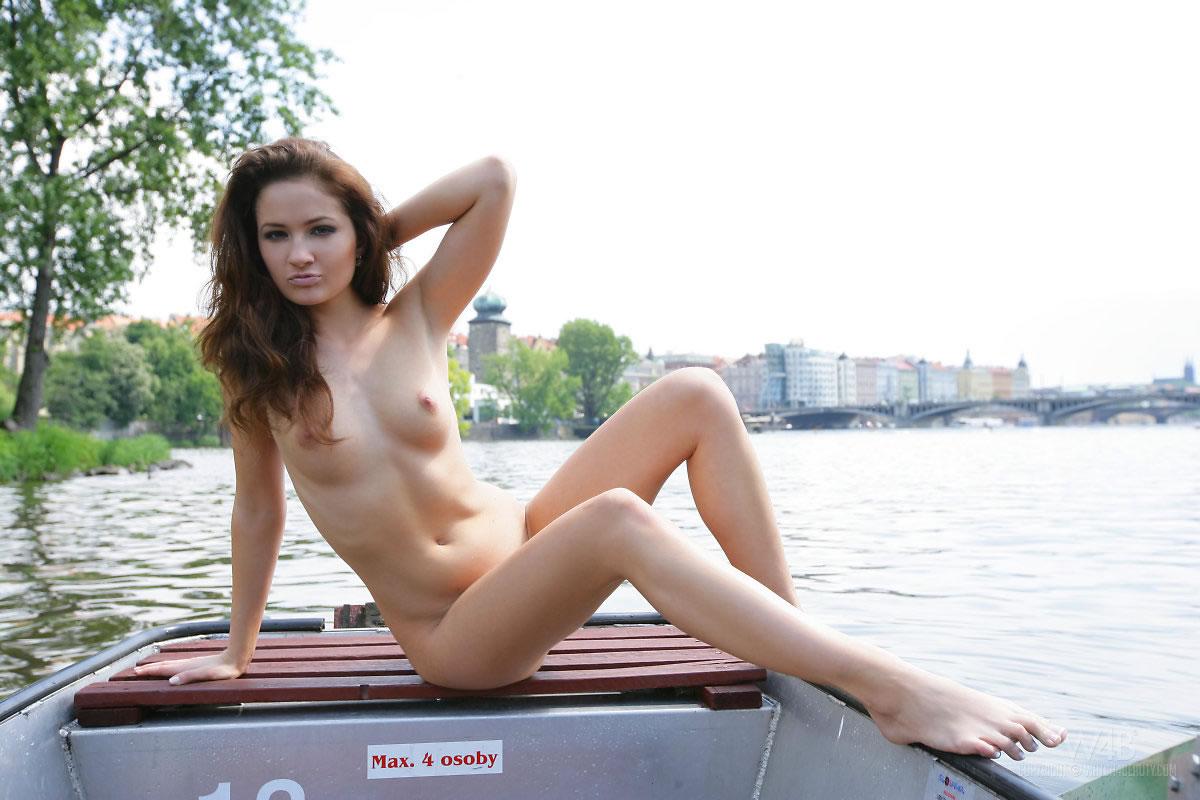 w4b-casandra-boat-trip-09.jpg