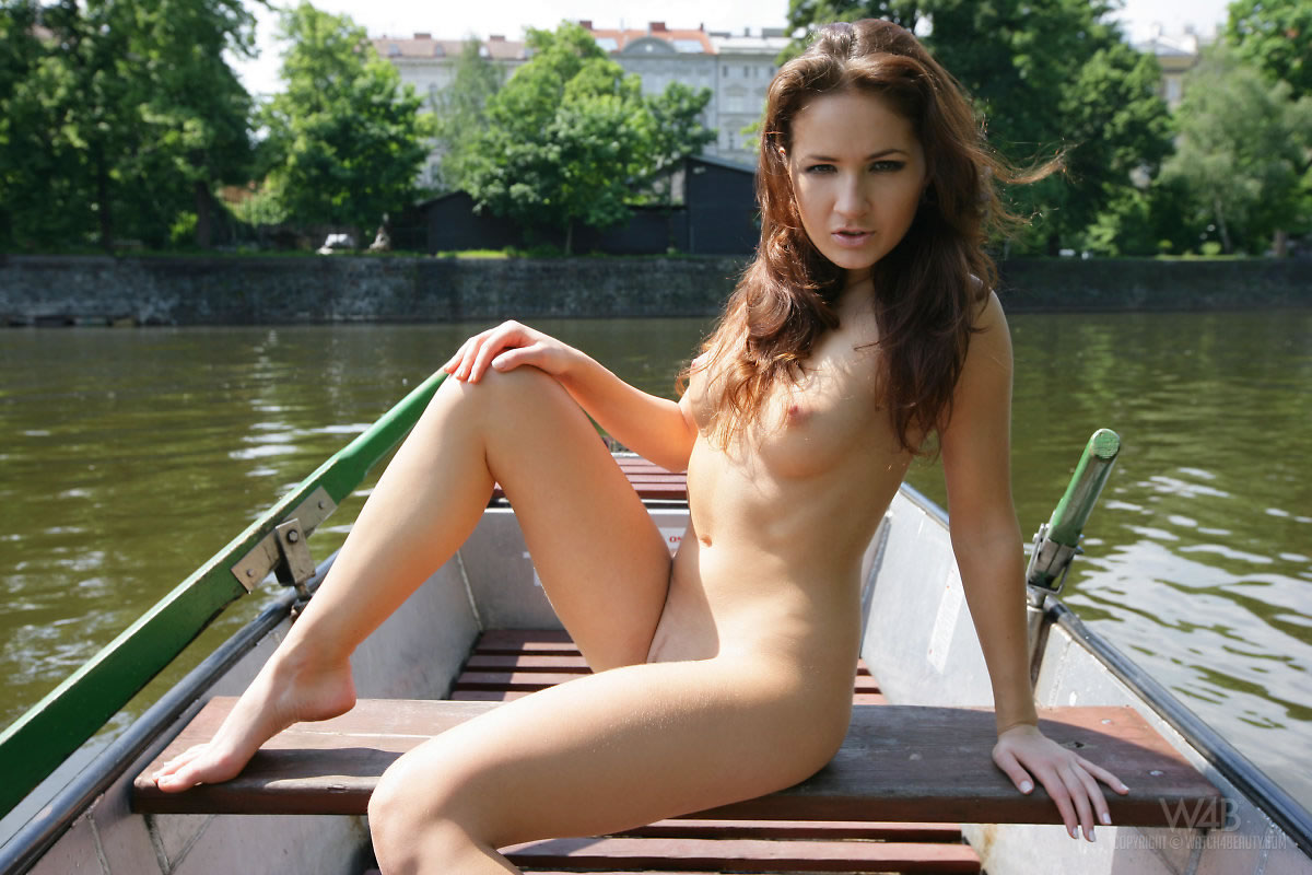 w4b-casandra-boat-trip-13.jpg