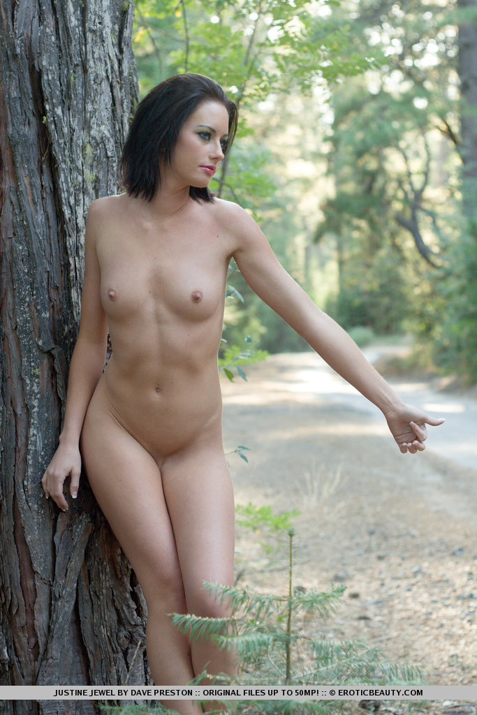 justine-jewel-naked-forest-08.jpg