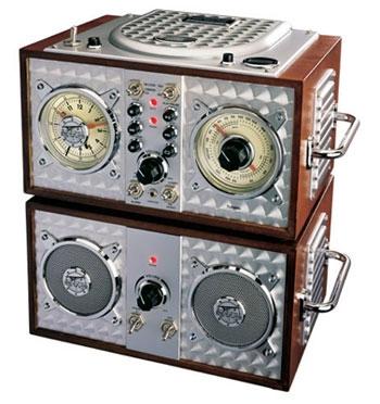 Field-Radio-alarm-clock-03.jpg