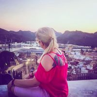#onthetopofthecity #port #wondering #enjoytheview #nightlights #travelblogger #travelwithme #cartagena #carpediem