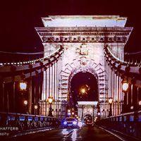 #chainbridge #architecture #hystory #sculptures #hungary #europe #photoblogger #travelblogger #travelwithme #lights #nightlights #nightlife #szilviaschafferphotography #carpediem