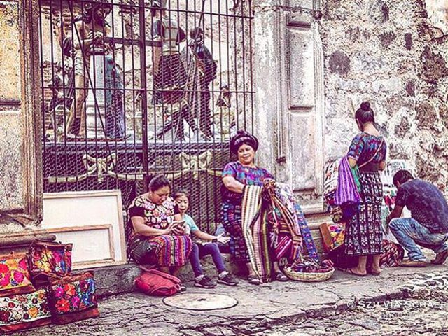 #market #latinamerica #handcraft #streetlife #photoshoot #photoblogger #jesusculture #lifeishard #beautifulcolours #carpediem #szilviaschafferphotography