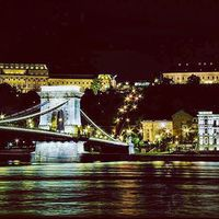 #nightphotography #nightlife #nightlights #oldtown #mytown #capital #budapest #chainbridge #budacastle #danube #river #reflections #szilviaschafferphotography #carpediem