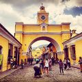 #antigua #oldtown #ciudad #latinamerica #architecture #buildings #beautifulcolours #crowd #lifestyle #photoblogger #travelaroundtheworld #daretolive #carpediem #szilviaschafferphotography