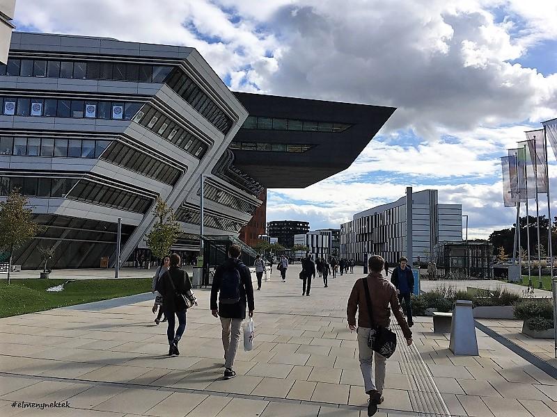 A WU, a Közgazdaságtudományi Egyetem kissé futurisztikus épületei.