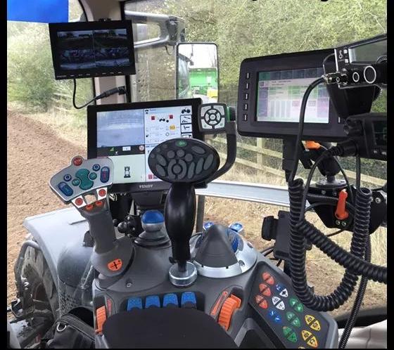 traktor_belso.jpg