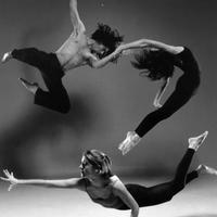 A meztelen táncos jelenti