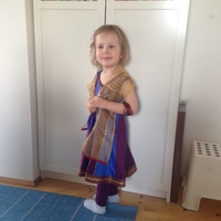 Mindeközben a hároméves Lili