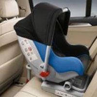 Kétéves korig biztonságosabb a babáknak az autóban menetiránynak háttal