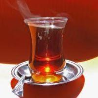 Hideget vagy forrót igyunk hőségben?