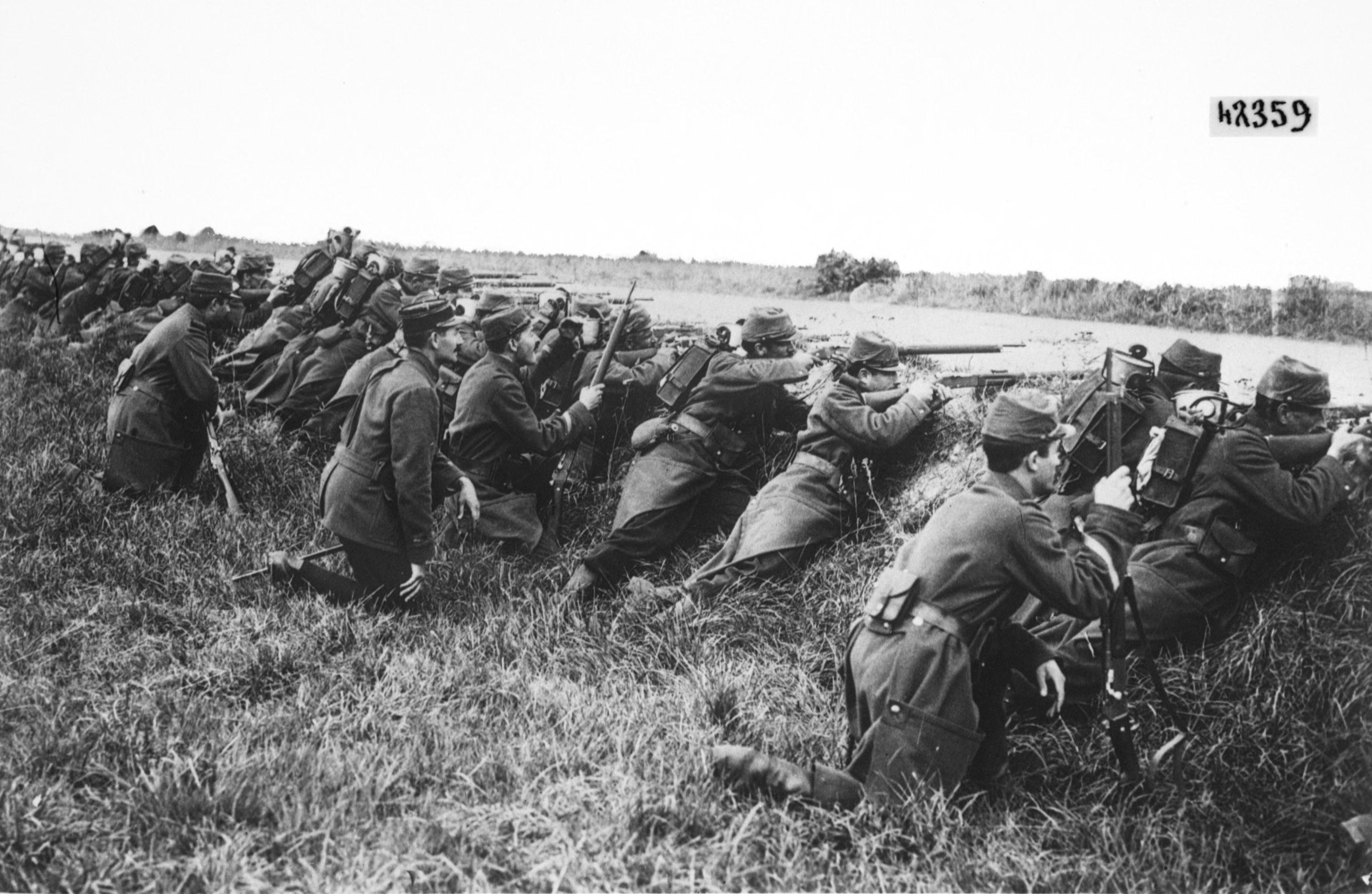 French_soldiers_ditch_1914.jpg
