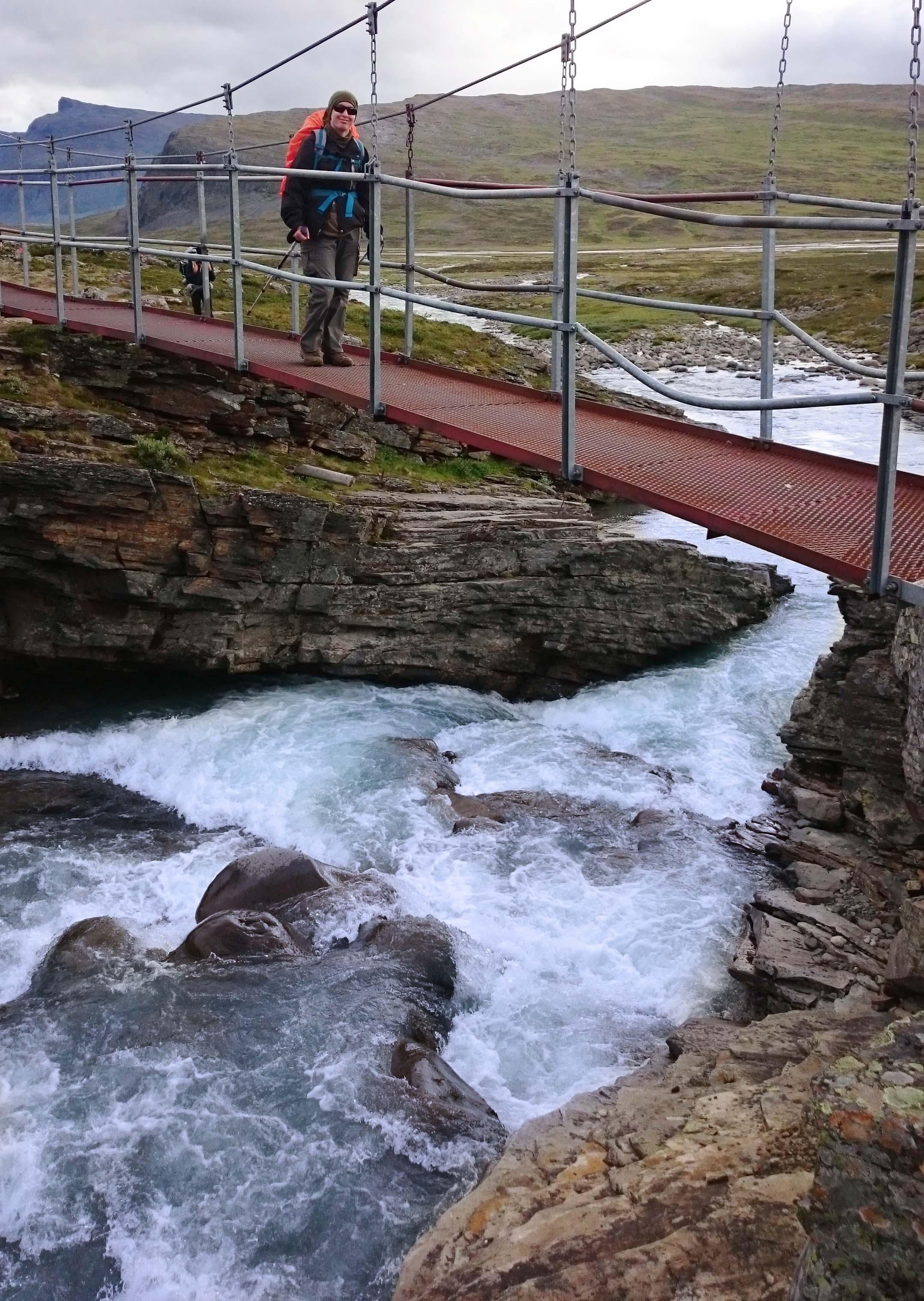 Néha lehetett csalni is, mert voltak hidak a folyók felett, és nem kellett szügyig belegázolni a zéró fokba. :)