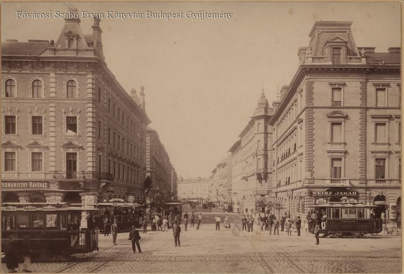 nagykoruti_villamosok_a_podmaniczky_es_terez_korut_sarkan_1890-es_evek_bpkep_fszek_hu.JPG