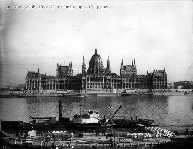 parlament_1900_korul_bpkep_fszek_hu.JPG
