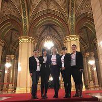 Két előadás között a Női Ligával a Parlamentben akcióztunk. Vajon miért?