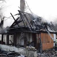 Rommá égett egy lakóház pénteken az Ady Endre úton