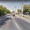 Középszigeteket építenek több gyalogátkelőnél a 11-es úton