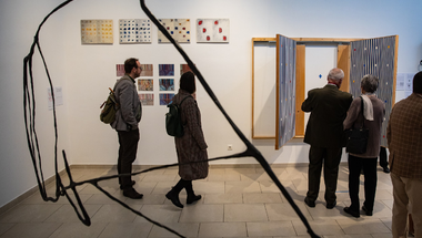 Érzékeny terek címmel látható akadálymentes kiállítás a MANK Galériában