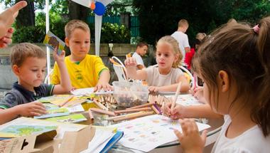 Unatkozik a gyerek a nyári szünetben? Irassa be egy táborba