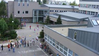 Hétfőtől bezárnak a szentendrei iskolák, óvodák és a bölcsőde is a járvány miatt