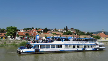 Elindultak a kirándulóhajók a Dunakanyarban