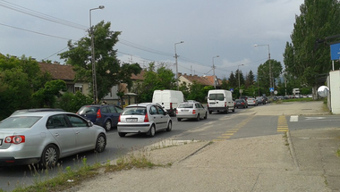 Parkolósávot alakítana ki a független jelölt a Dunakanyar körúton