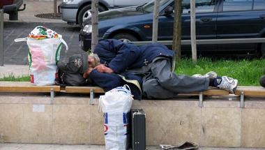 Döntött a közgyűlés: kitilthatják a város egyes pontjairól a hajléktalanokat