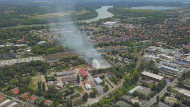 Öngyulladás okozhatta a tegnapi tüzet a Városi Szolgáltató telephelyén