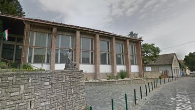 Diákok is oltották a tüzet a Petzelt József Szakközépiskolában