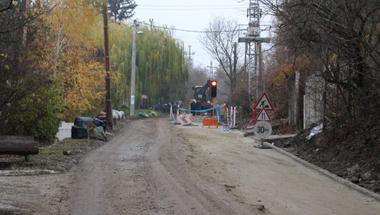Kezdődik a felújítás, lezárják hétfőtől a Barackvirág utcát