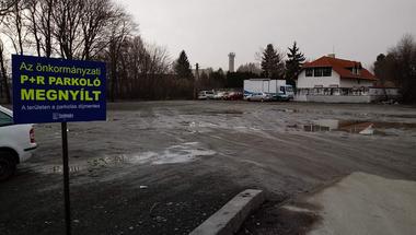 Feleannyi pénzből is kijöhetett volna az ideiglenes P+R parkoló