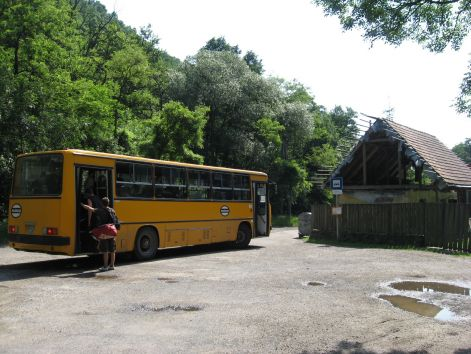 2011_06_04_domorkapu_buszvegallomas_003.jpg
