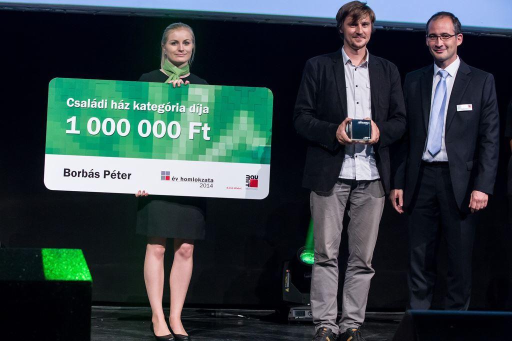 Borbás Péter a Budapest Kongresszusi Központban, a kiírás eredményhirdető gálaestjén vette át az egymillió forintos díjat.