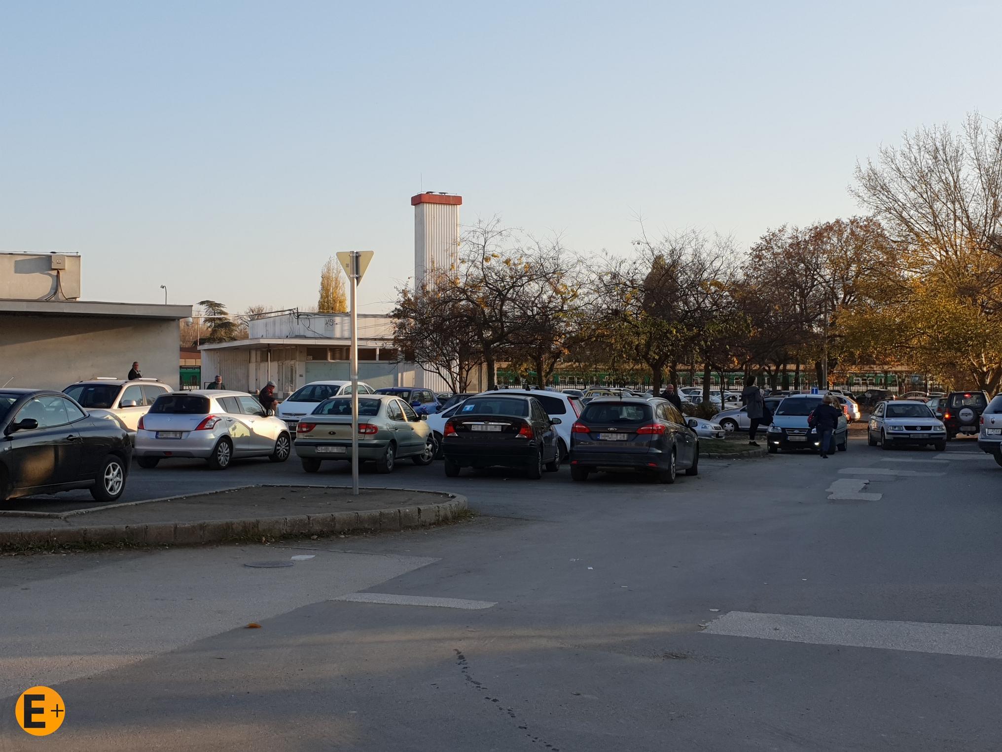 Megújulnak a vásárlói parkolók és a mellette lévő, ideiglenes burkolatú P+R parkoló is.<br />Fotó: Szentendrei Körkép+