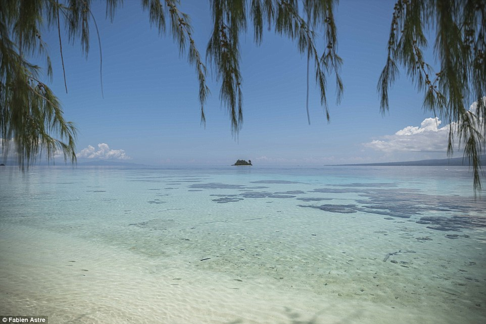 3367c5c500000578-3553469-astre_said_nearby_olasana_island_is_like_all_the_others_with_its-a-12_1461481135561.jpg