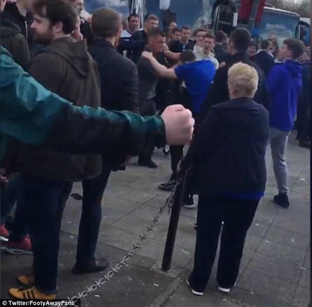 Brutális szurkolói összetűzés egy angol Fa-kupa mérkőzés előtt