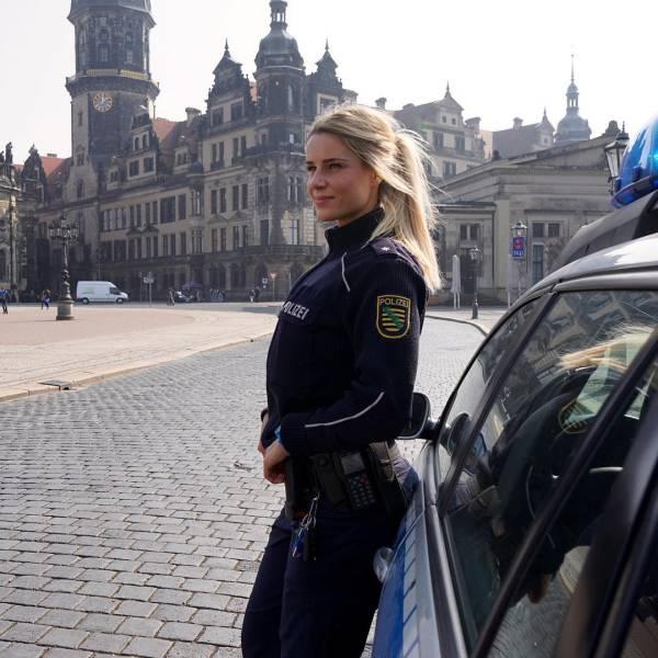 A rendőrnő, akinek láttán minden rosszfiú meggyónja a bűnét
