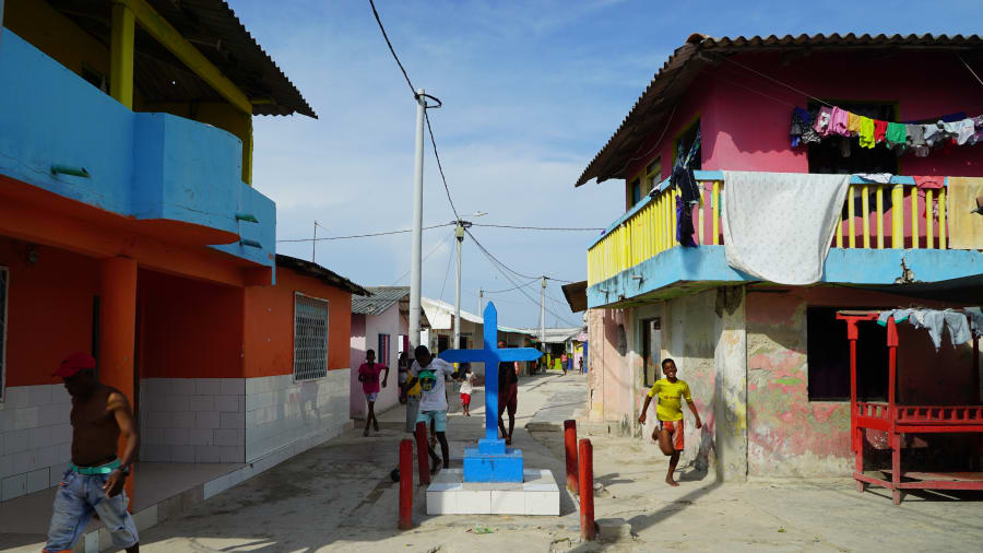 http_2f_2fcdn_cnn_com_2fcnnnext_2fdam_2fassets_2f180801151005-santa-cruz-colombia-street.jpg