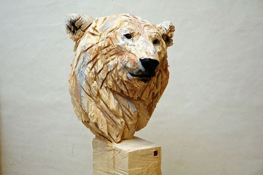 youll-be-amazed-to-see-what-this-artist-does-with-a-chainsaw-5b68f0d619146_880.jpg