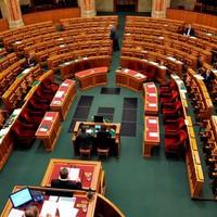 Igazolatlan hiányzást a parlamentbe!