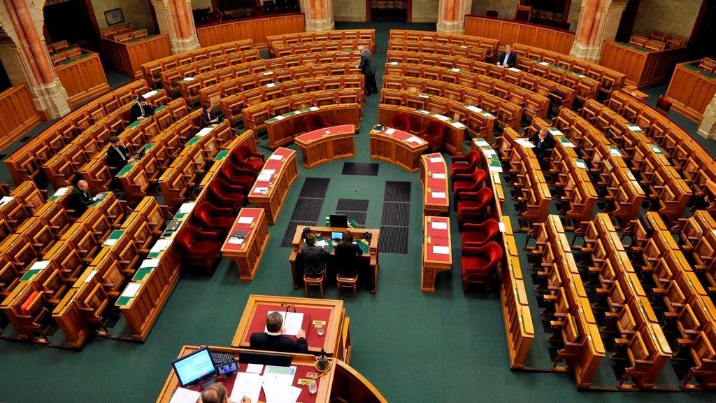 2018-12-29_parlamenti_ules.jpg