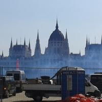 Parádés káosz a Duna partján