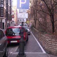 Utca vagy autóraktár?