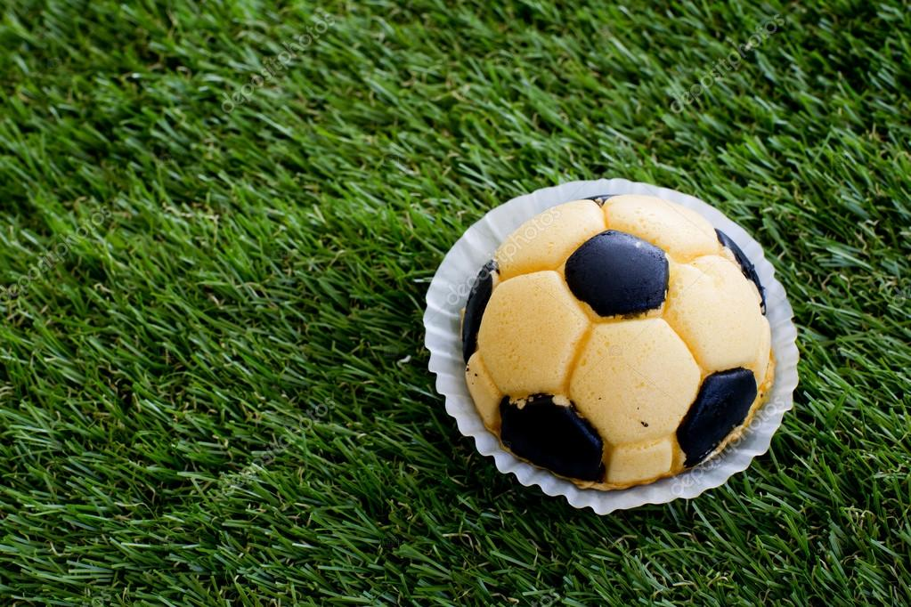 depositphotos_65223493-stock-photo-soccer-cake.jpg