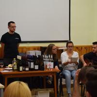 5vös-akták: Zenés-verses borkóstoló az Eötvös Borklubban
