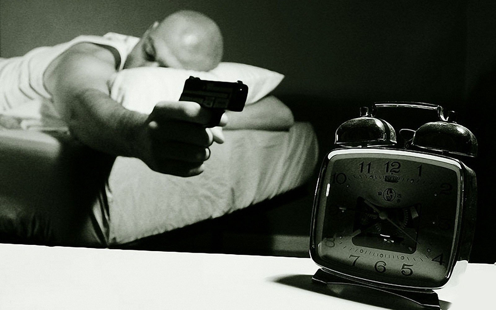 funny_alarm_clock_wallpapers.jpg