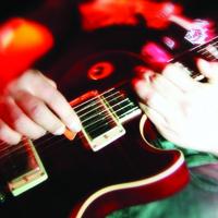 Pécs Google Guitar Hero-t keres!