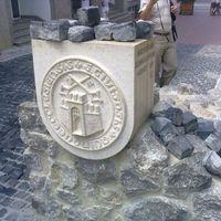 Az új közösségi őrület: nyilvános szoborépítés utcakőből