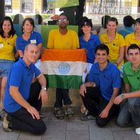 20 éve járja a világot az indiai, Pécsre is benézett